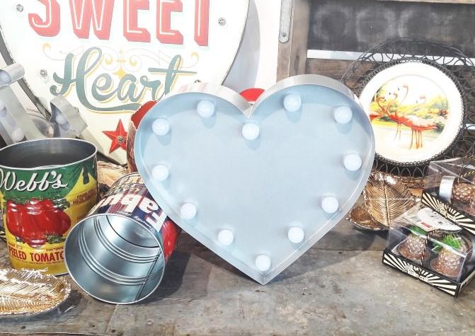 מנורת לב כסף - Marquee Lights