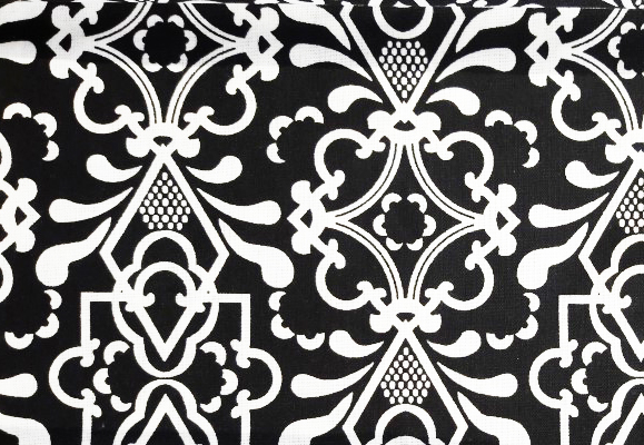 רבע שמן - שחור/לבן - שחור עם עיטורים בלבן