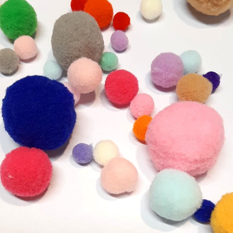 פונפונים צבעוניים - מגוון צבעים