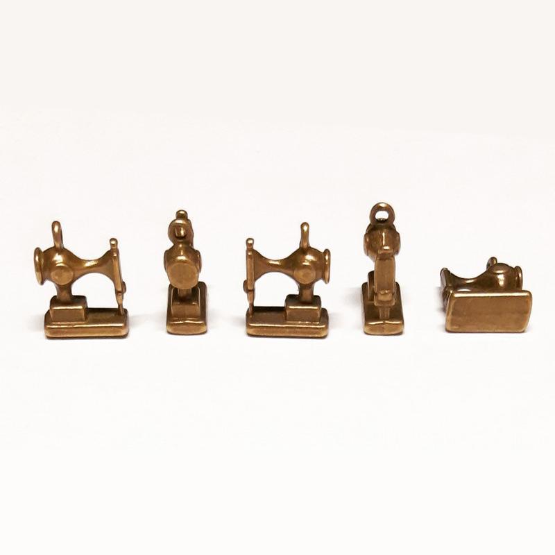 צ'ארם מכונת תפירה רטרו - זהב