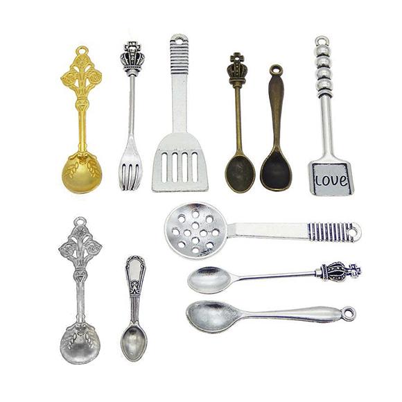 מארז 12 צ'ארמים ממתכת של כלי בישול