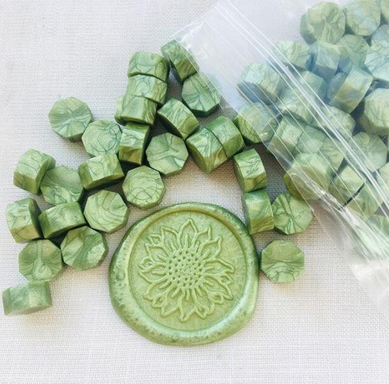 פתיתי שעווה להטבעת חותמות - ירוק מטאלי