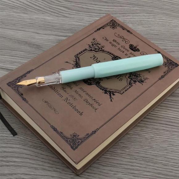 עט נובע עם ציפורן - אקווה