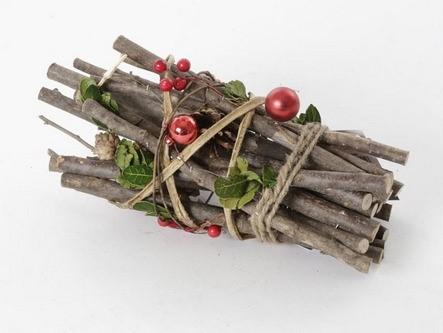 חבילת עצים מקושטת לקריסמס