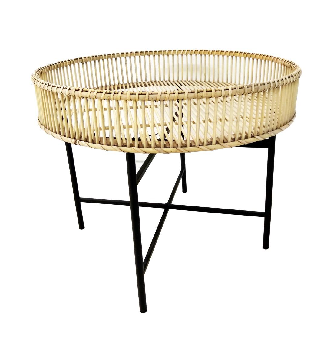 שולחן במבוק גדול