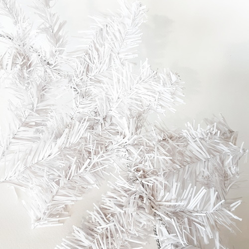 גרילנדת עץ אשוח בצבע לבן