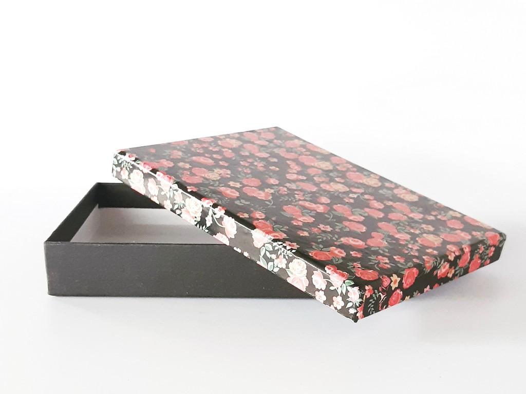 קופסת קרטון מעוצבת- שחור פרחוני