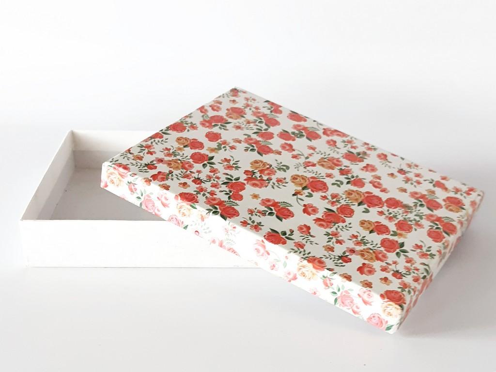 קופסת קרטון מעוצבת- לבן פרחוני